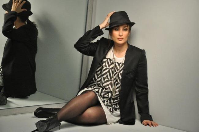 kareena-kapoor-autumn-winter-shoot-with-metro-shoes- (5)