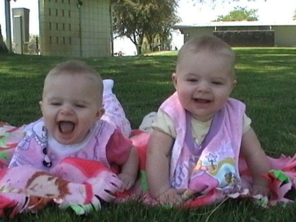twin-baby-pictures- (5)