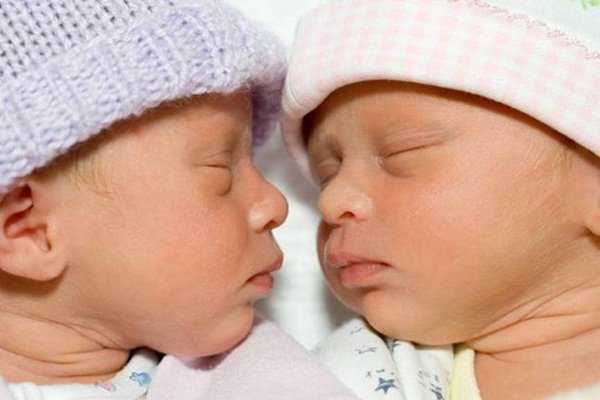 twin-baby-pictures- (13)