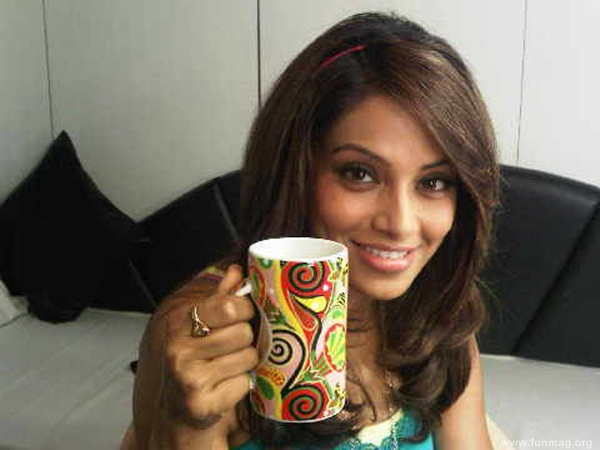 bipasha-basu-real-life-photo- (9)