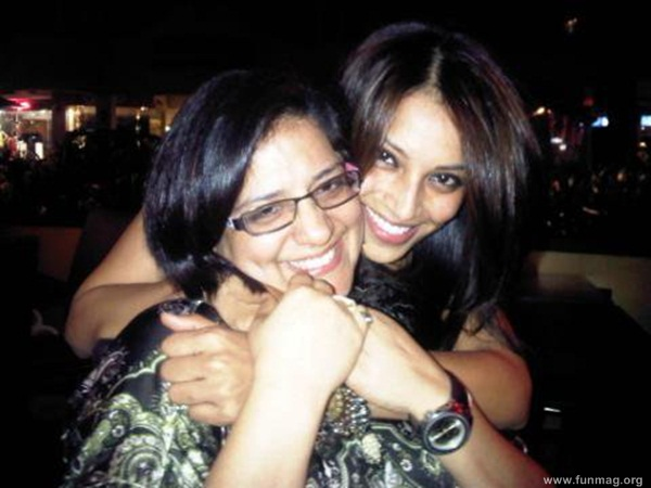 bipasha-basu-real-life-photo- (29)