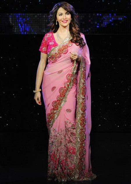 madhuri-dixit-unveils-her-wax-statue-at-madame-tussauds- (7)