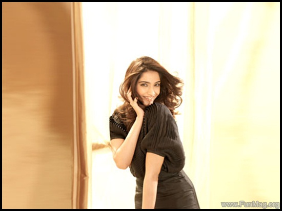 farhan-akhtar-and-sonam-kapoor-photoshoot-for-brunch-magazine- (4)