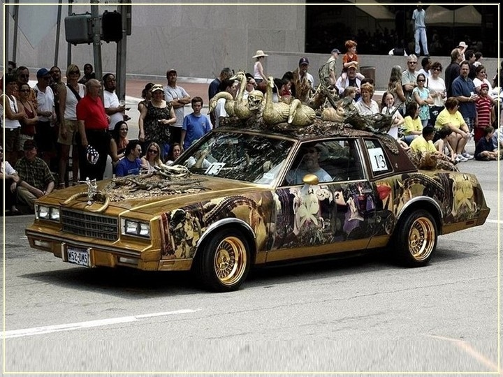 weird-car-parade-in-houston- (3)
