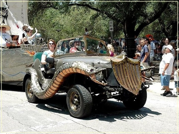 weird-car-parade-in-houston- (25)