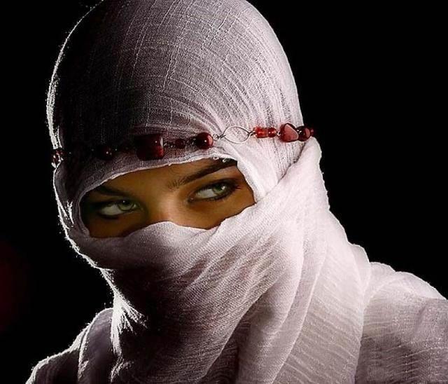 beautiful-eyes-in-veil- (6)