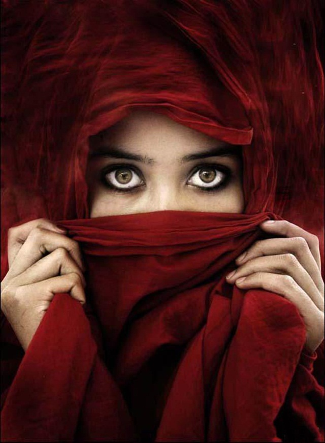 beautiful-eyes-in-veil- (7)
