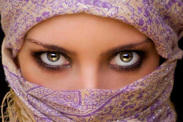 beautiful-eyes-in-veil- (12)