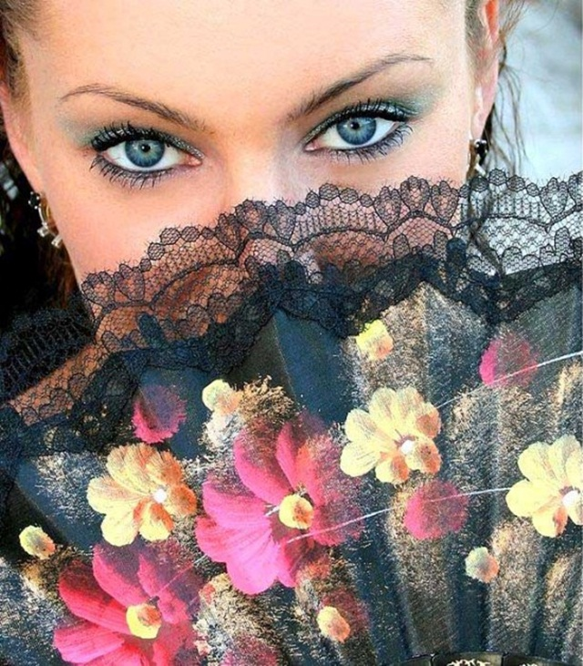 beautiful-eyes-in-veil- (14)