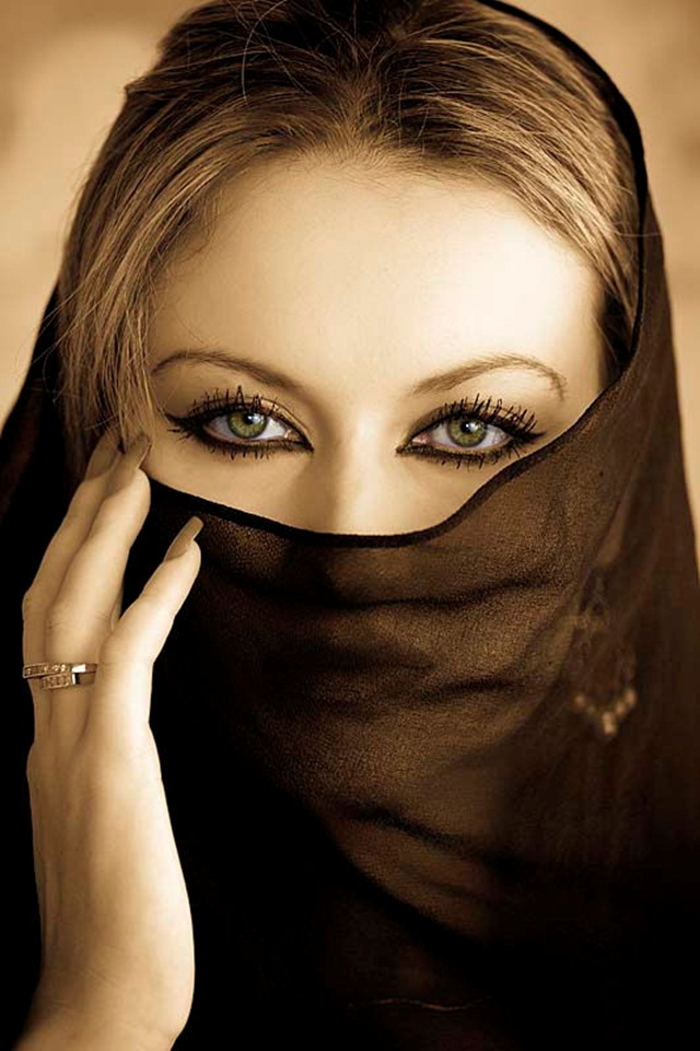 beautiful-eyes-in-veil- (15)