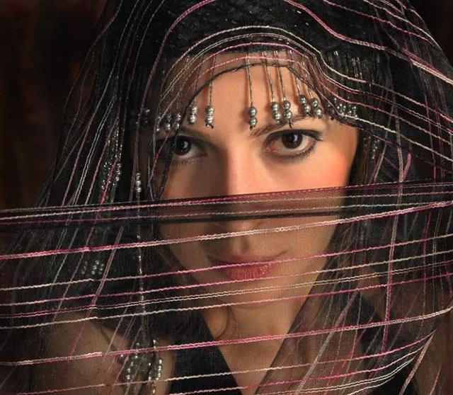 beautiful-eyes-in-veil- (17)