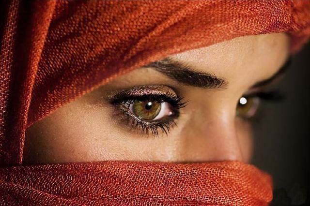 beautiful-eyes-in-veil- (19)