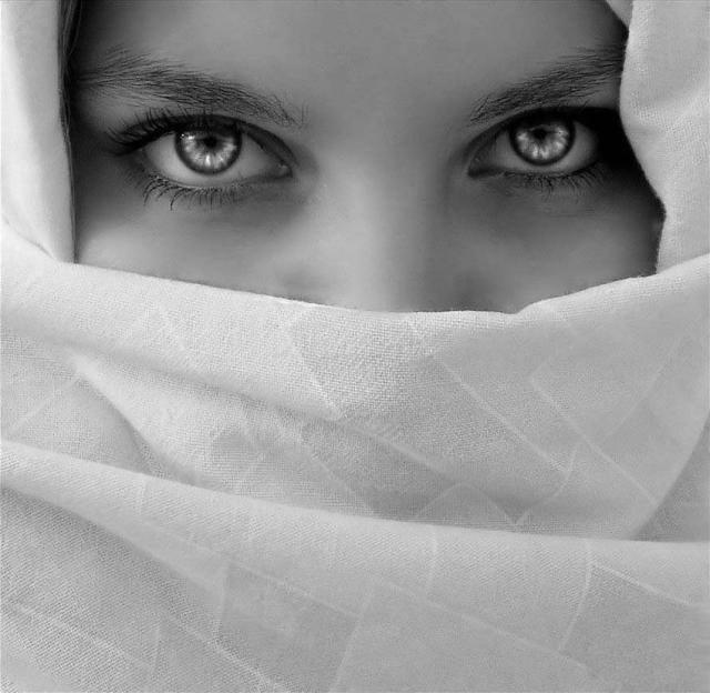 beautiful-eyes-in-veil- (24)
