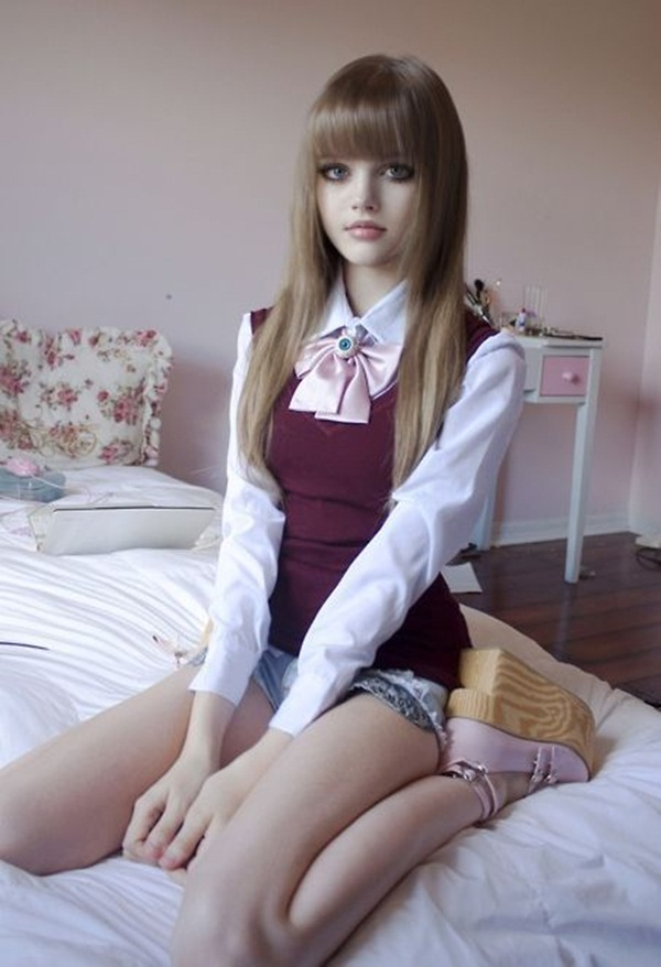 living-barbie-doll-dakota-rose- (9)