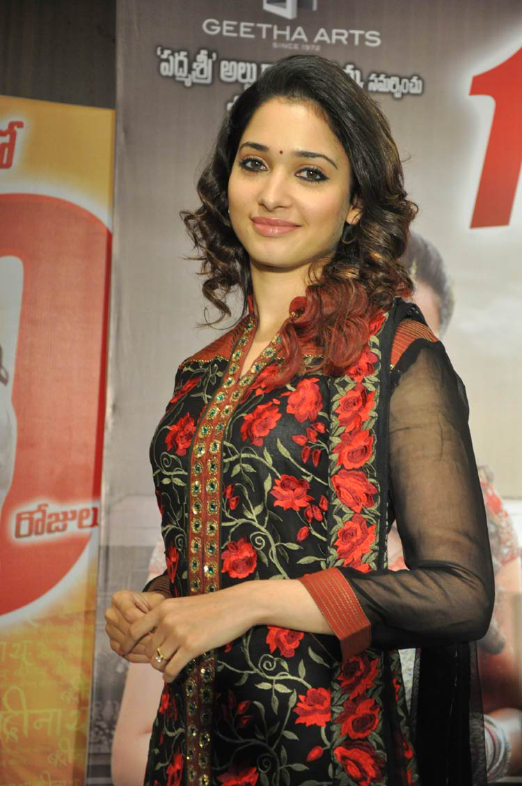 tamanna-in-black-embroidered-dress-20-photos- (10)