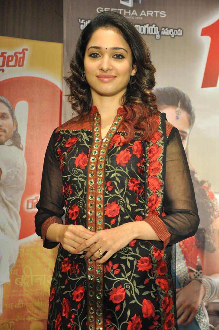 tamanna-in-black-embroidered-dress-20-photos- (9)