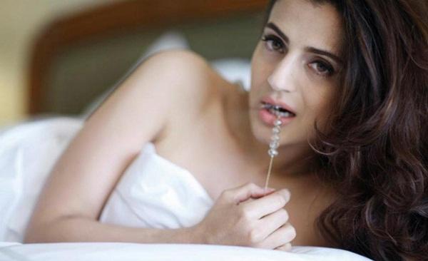 amisha-patel-latest-hot-photoshoot- (14)