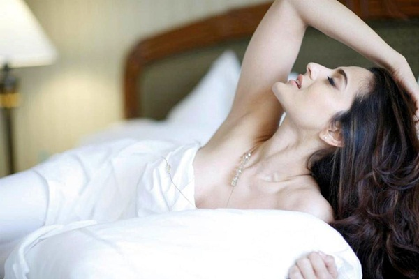 amisha-patel-latest-hot-photoshoot- (4)