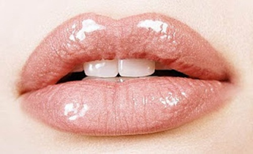 shiny-lips-pictures- (7)