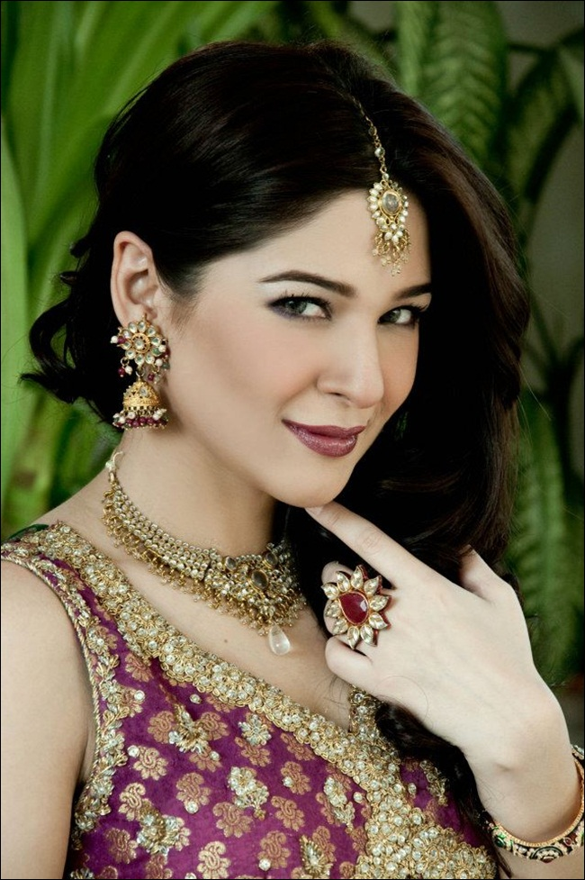 ayesha-omar-bridal-makeover-by-aish-ishrat-beauty-salon- (3)