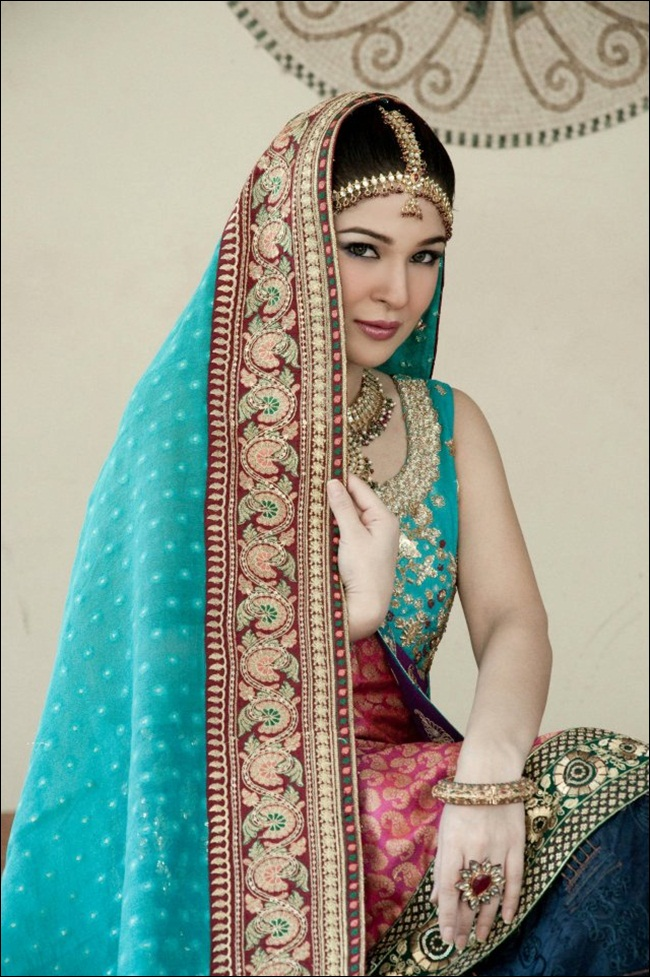 ayesha-omar-bridal-makeover-by-aish-ishrat-beauty-salon- (4)