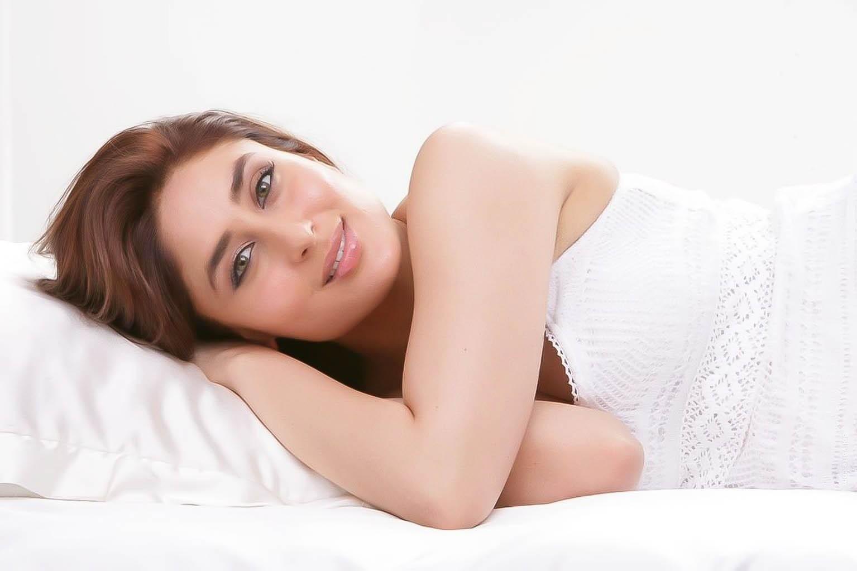 kareena-kapoor-latest-photoshoot-in-white- (1)