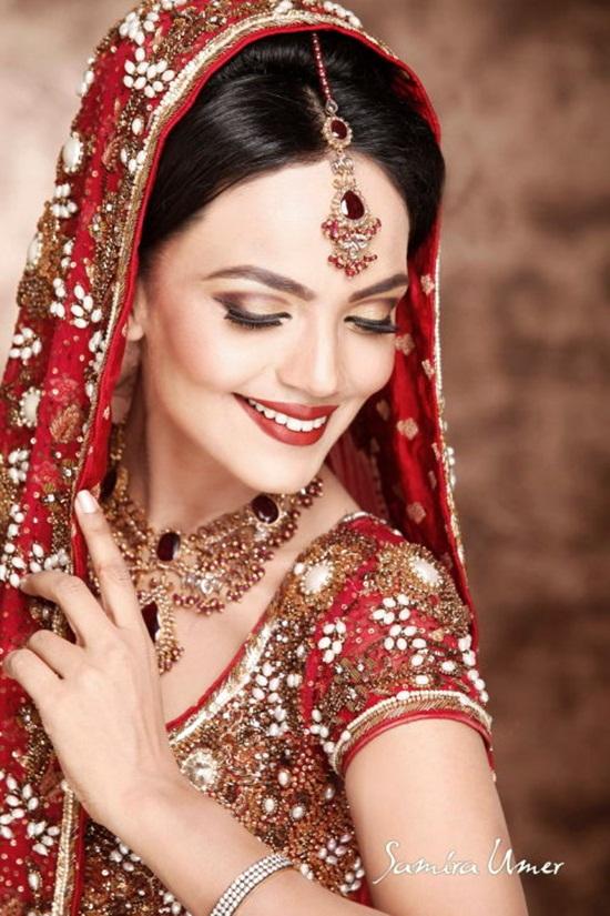 amina-sheikh-bridal-makeover-by-samira-umer- (1)