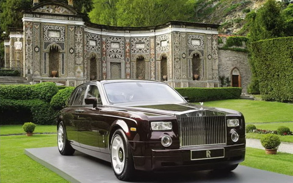 rolls-royce-phantom-photos- (1)