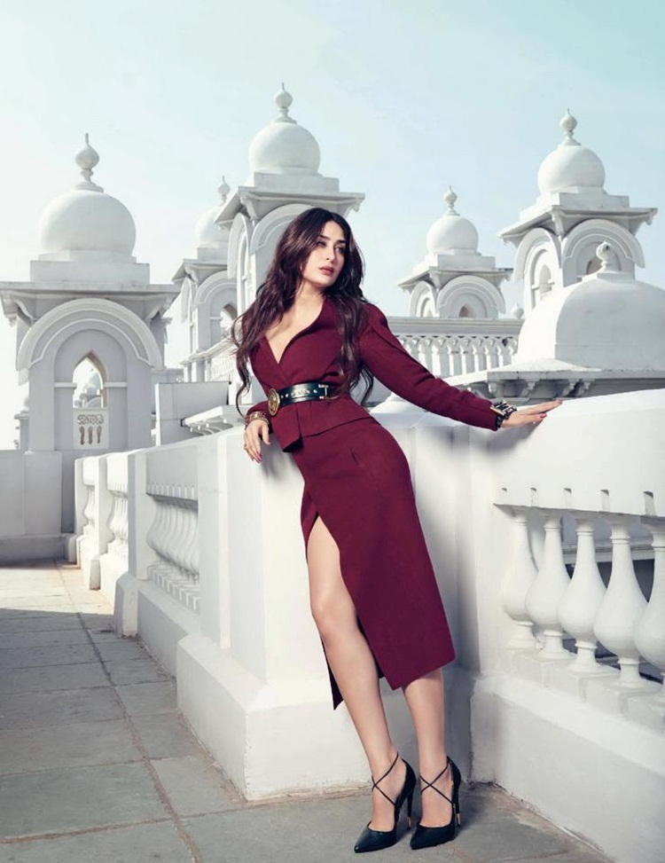 kareena-kapoor-photoshoot-for-vogue-magazine-february-2013-05