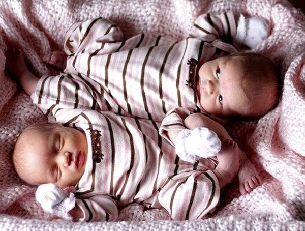 cute-twin-babies- (8)
