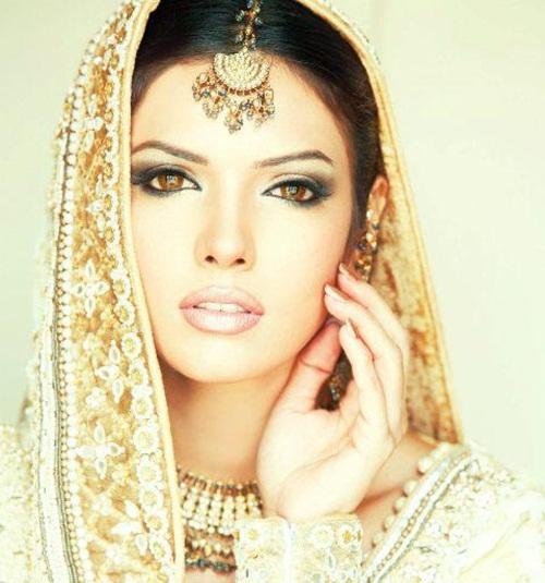 ayesha-varsey-bridal-dresses- (5)