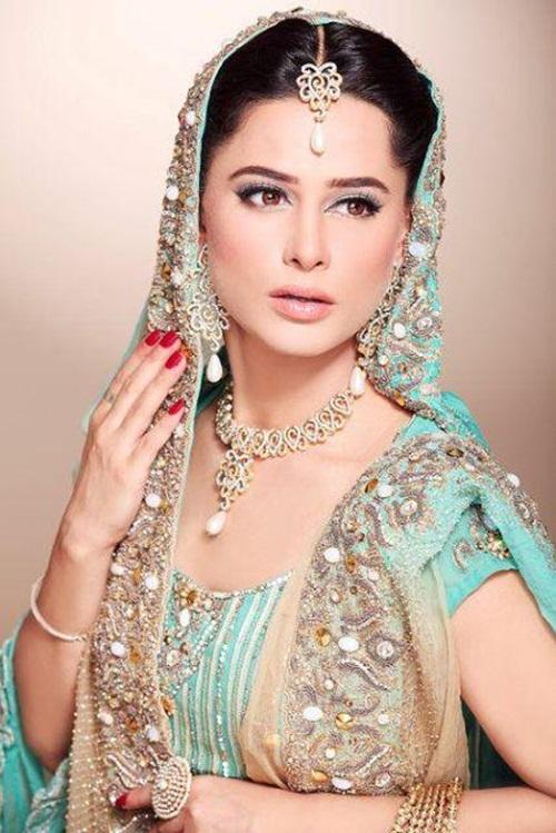mehreen-raheel-bridal-makeover-by-makeup-artist- (6)