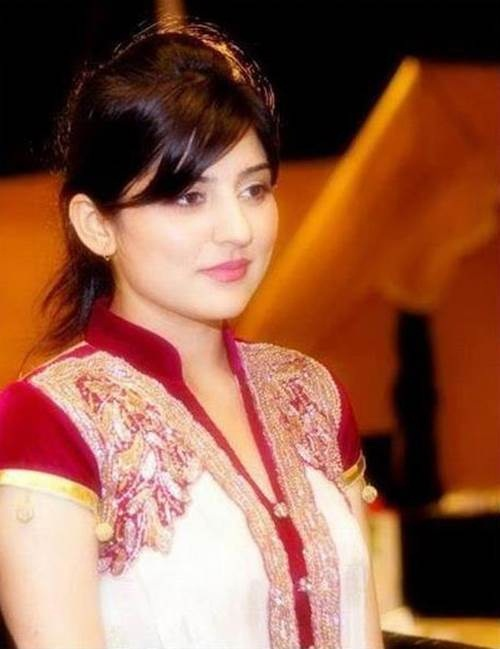 pakistani-actress-sanam-baloch-photos-07