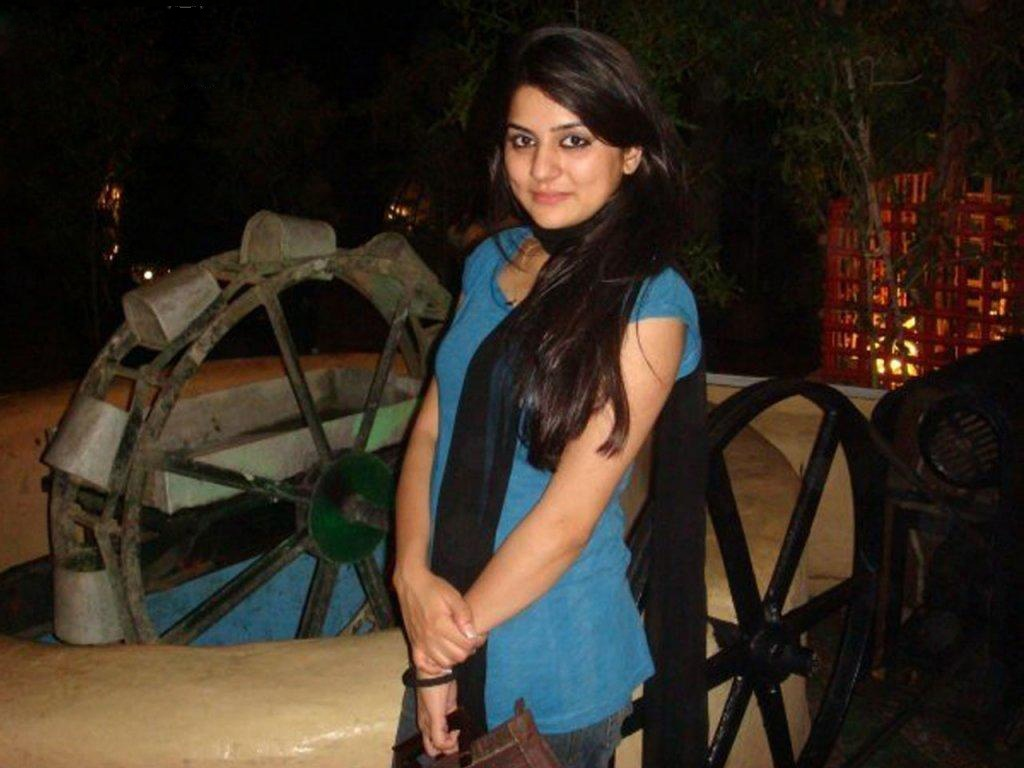 pakistani-actress-sanam-baloch-photos-32