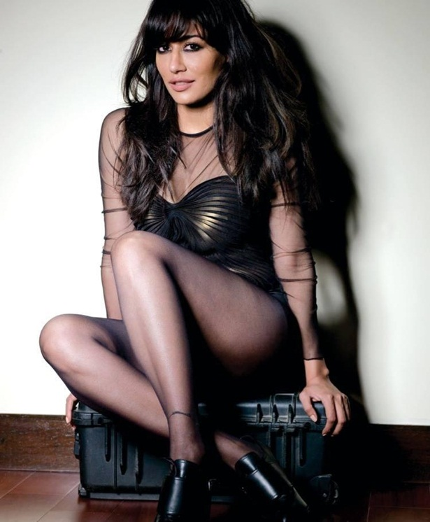 chitrangada-singh-photoshoot-for-fhm-magazine-december-2013- (6)