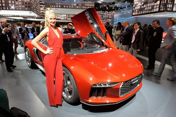 girls-with-cars-at-franfurt-motor-show-2013- (21)
