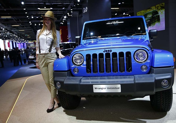 girls-with-cars-at-franfurt-motor-show-2013- (5)