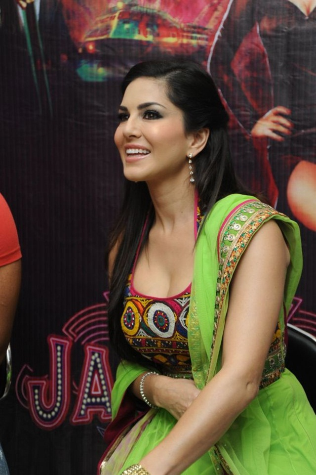 sunny-leone-photos-in-indian-dress- (10)