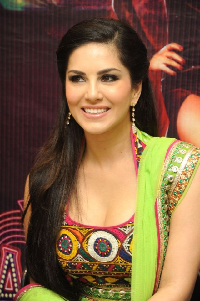 sunny-leone-photos-in-indian-dress- (17)