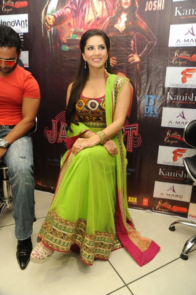 sunny-leone-photos-in-indian-dress- (20)