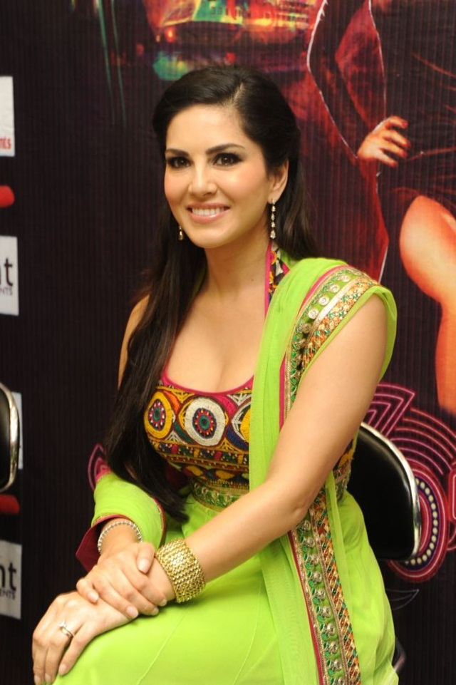 sunny-leone-photos-in-indian-dress- (4)