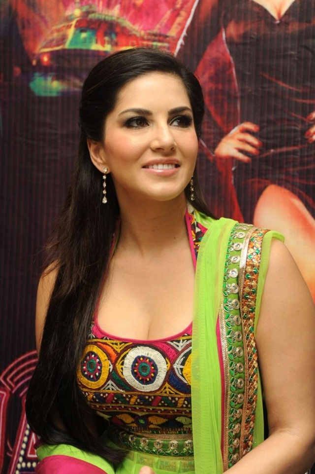 sunny-leone-photos-in-indian-dress- (5)