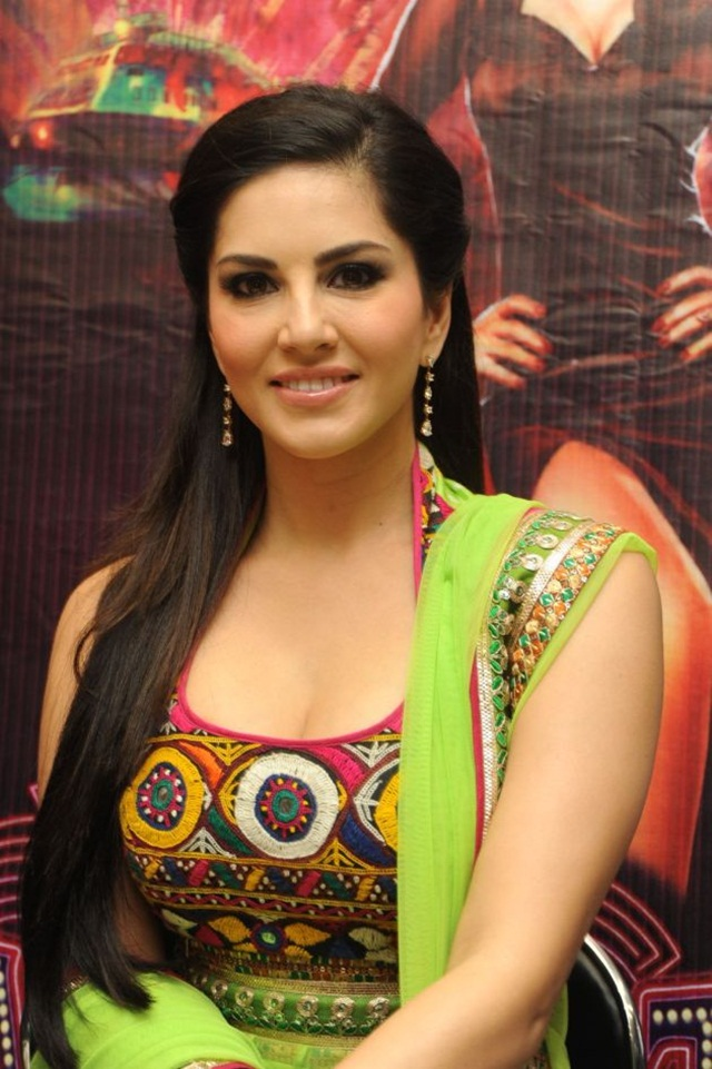 sunny-leone-photos-in-indian-dress- (6)