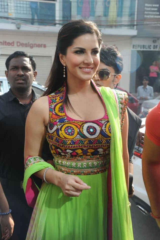 sunny-leone-photos-in-indian-dress- (7)