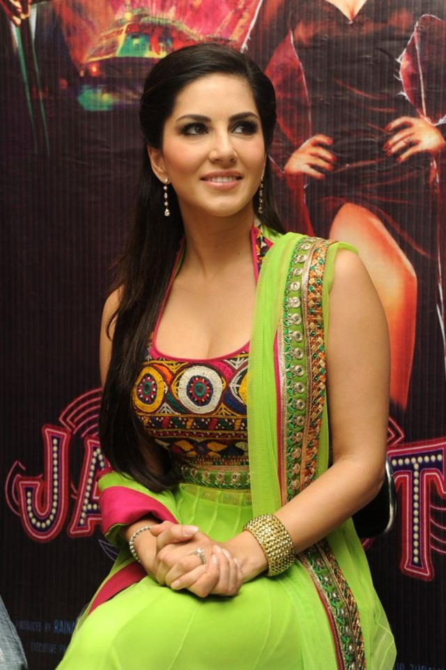 sunny-leone-photos-in-indian-dress- (9)