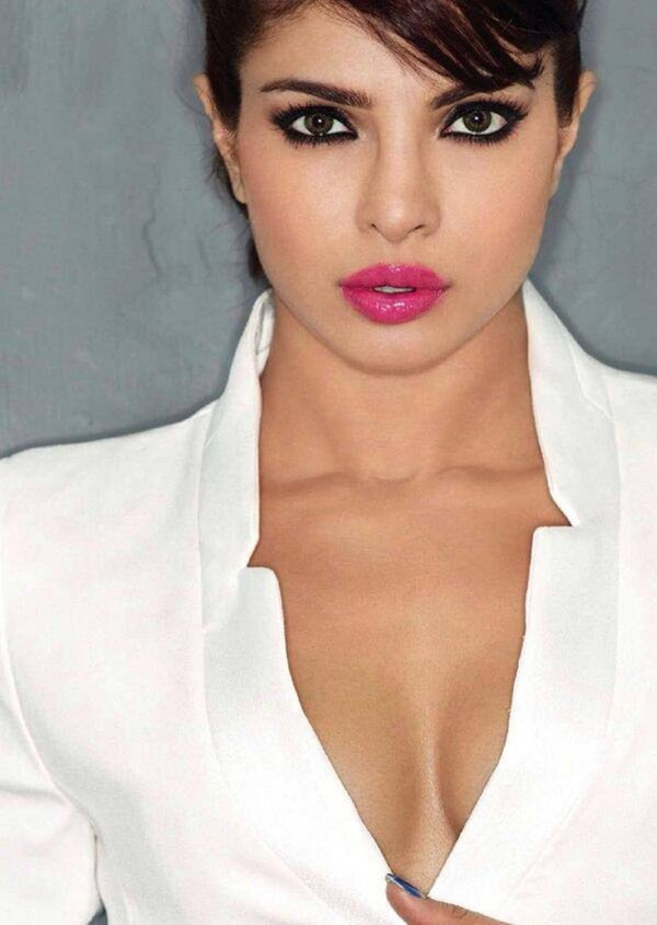 priyanka-chopra-photoshoot-for-maxim-december-2013- (1)