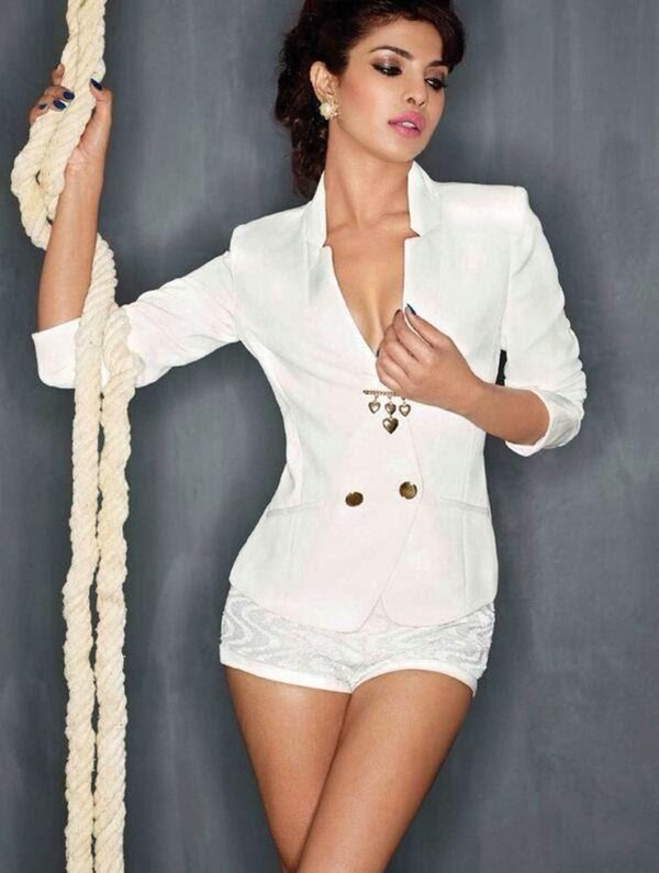 priyanka-chopra-photoshoot-for-maxim-december-2013- (7)