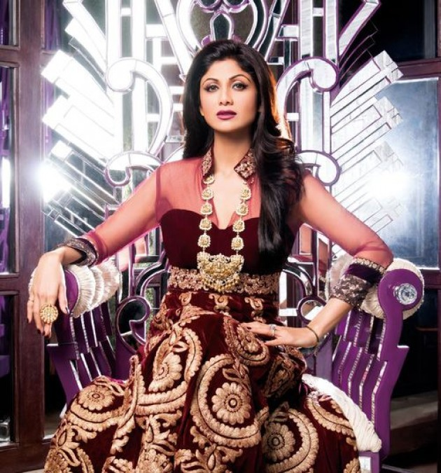 shilpa-shetty-photoshoot-for-hi-blitz-magazine-january-2014- (4)