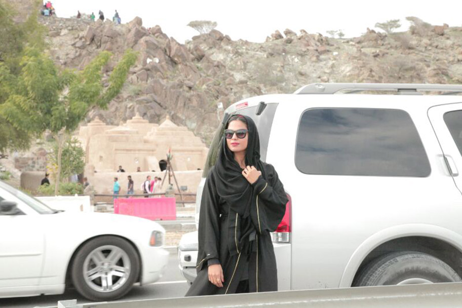 veena-malik-road-trip-with-husband-asad-bashir- (8)