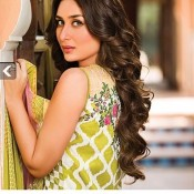 kareena-kapoor-crescent-lawn-collection-2014- (13)